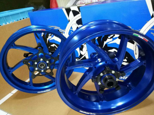 7 Spokes Aluminium Wheel with Sprocket - Blue Anodized Limited